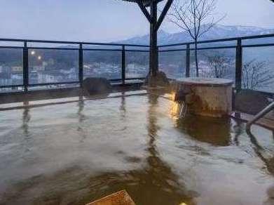 日本で唯一のこの絶景。蔵王連峰を230度で眺望できる露天風呂を独り占め。
