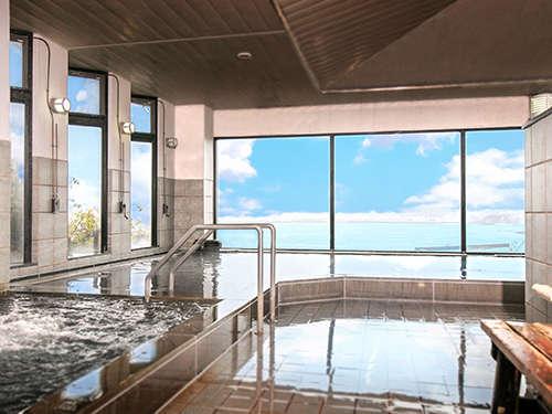 海を眺めながら癒しのひと時を「ジェットバス」や「気泡風呂」、「電気風呂」など設備!