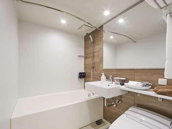 木目調のバスルーム