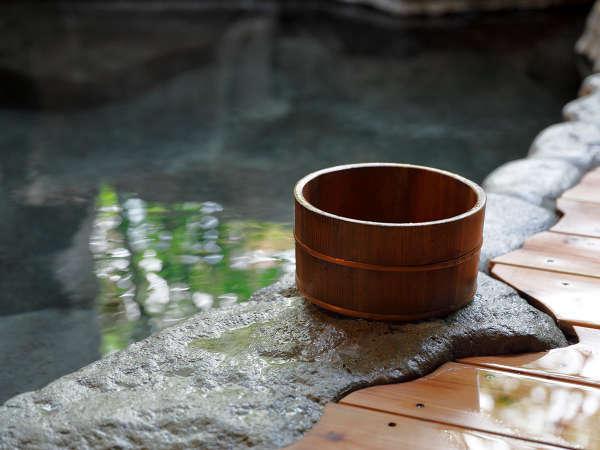絶え間無く流れる温泉の音を聴きながら、ごゆっくりおくつろぎくださいませ。