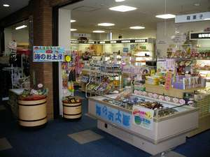 売店です!!海産物やお菓子等を取り揃えてお待ちしてます。