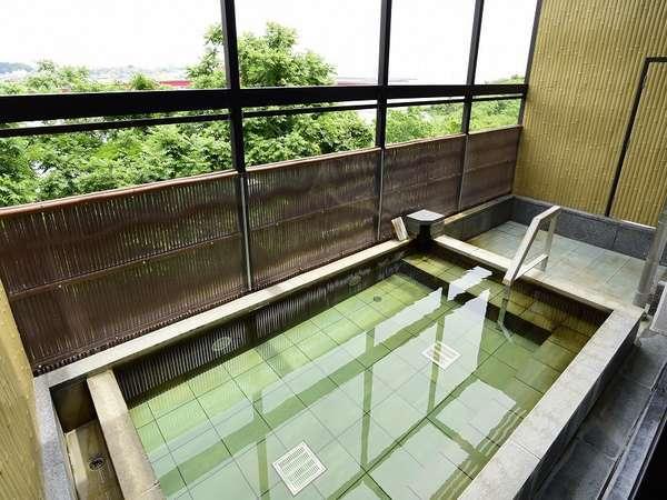 太平洋と那珂川を一望できる大浴場は、くつろぎを提供する癒しスポット。