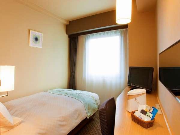 【レディースシングル・13平米】ベッドは女性に合わせたソフトタイプのマットレスをご用意
