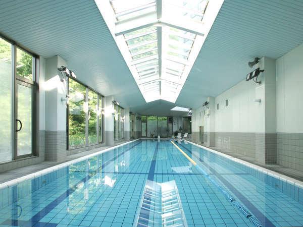 25m室内温泉プール。ご宿泊のお客さまは無料でご利用いただけます。