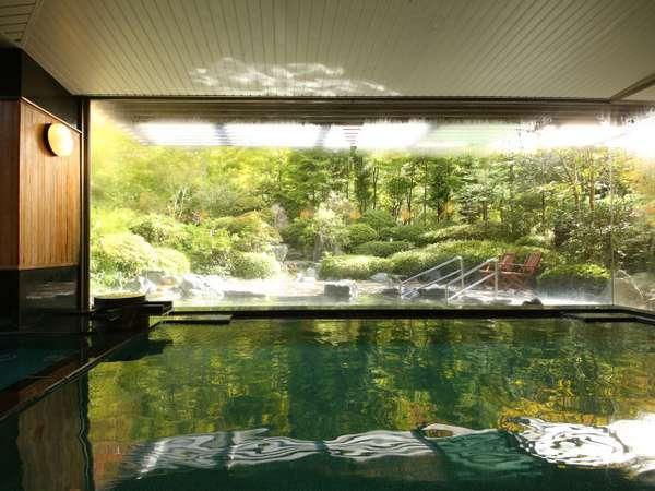 大浴場の内湯からも、鹿教湯の四季をお楽しみいただけます。