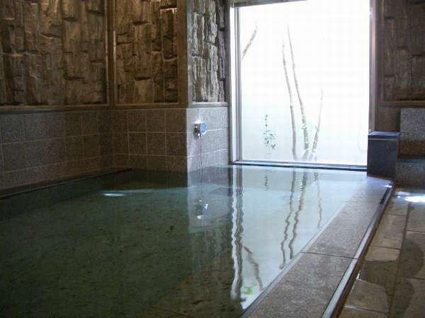 男子大浴場(利用時間:午後3時~深夜2時、午前5時~10時)