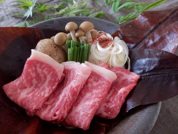 【飛騨牛朴葉みそ陶板焼き】料理長特製みそと朴葉の香りが食欲をそそります♪