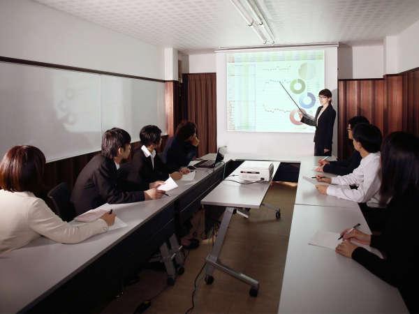 会議室(18席、25㎡、ホワイトボード3面) プロジェクター貸出(有料)