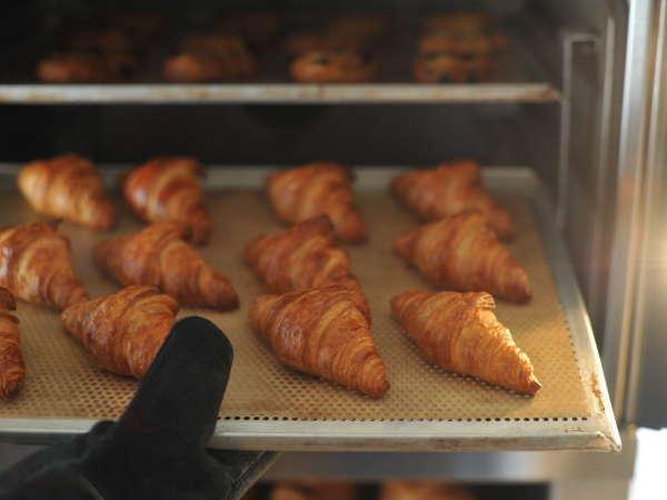 ★ヨーロッパから直輸入の生地を毎朝丁寧に焼き上げる「焼きたてパン
