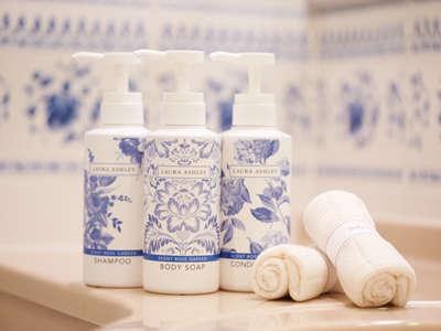 デザイナールームのアメニティは、ローズの香りが女性に人気の「ローラアシュレイ」をご用意♪