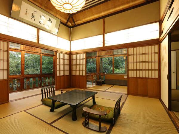 日本画の巨匠「竹内栖鳳」がデザイン。十帖和室「袖の間」。バストイレ付。袖の間宿泊のお客様には特典付。