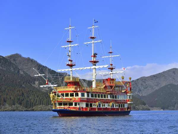 芦ノ湖の海賊船