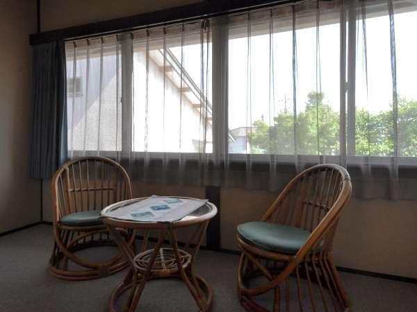 【和室8畳】2階にございます。広縁でゆっくりおくつろぎください。
