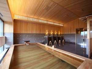 1階の大浴場/温泉はナトリウム・カルシウム-塩化物泉で見た目は少しにごり湯
