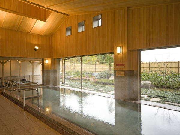 大浴場:庭園の見渡せる大浴場(女性湯)