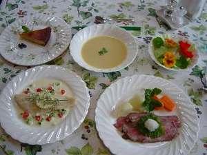 自家製ローストビーフ自慢のコース料理一例