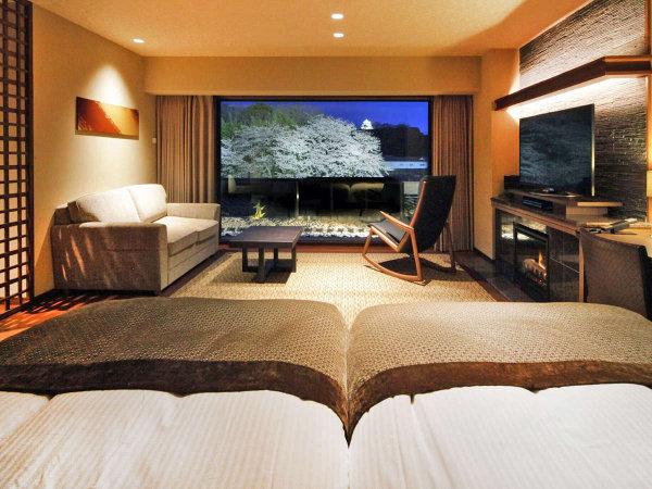 彦根城を望む半露天風呂の付いた客室。上質な空間で優雅な寛ぎをお楽しみください。