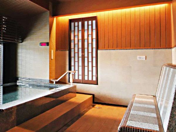 岩盤浴ベンチ/大浴場には彦根城天守を眺めながらお楽しみ いただける岩盤浴ベンチを設置しています。