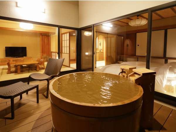 【離れ】「天の坐」4室は文化財的価値のある建物を再生し、源泉かけ流しの露天&内風呂を備えた贅沢な客室。