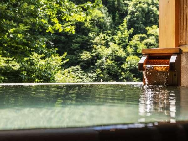 【貸切風呂】「紅雲の湯」…湯量豊富な自家源泉かけ流しのプライベートバス。