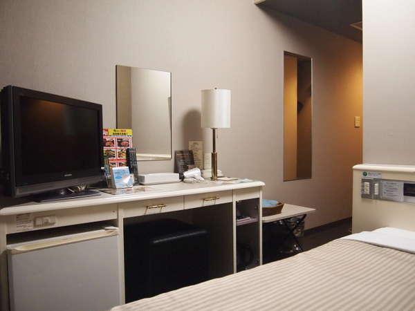 【シングルルーム】ベッドサイズ⇒120×196(cm)、26型液晶TV設置、WOWOW視聴可能、Wi-Fi接続可能