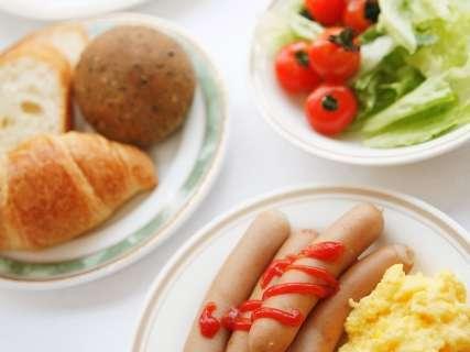 無料バイキング朝食をご堪能下さいませ。営業時間 6:30~9:00