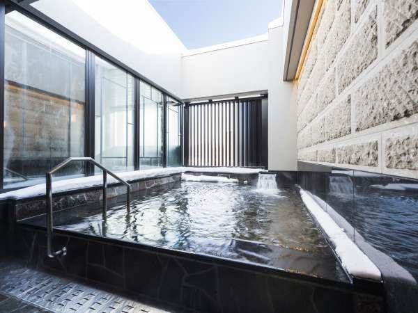 天然温泉(女湯)女湯のみある露天風呂。上を見上げると光る星々をご覧いただけます。