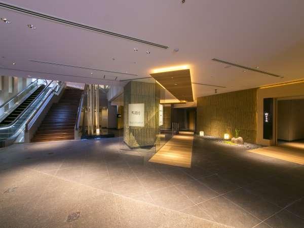 2016年7月にリニューアル。1階にはボードコースの「tsu・ba・ki」と炭火会席「竹のうち」が誕生。