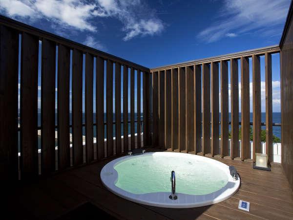 ≪温泉露天風呂付オーシャンスパテラスルーム≫ジャグジータイプのプライベート露天風呂付客室