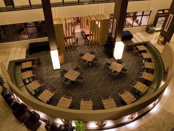 最上階までの吹き抜けが印象的なカジュアル&モダンレストラン「海菜美(うさみ)」