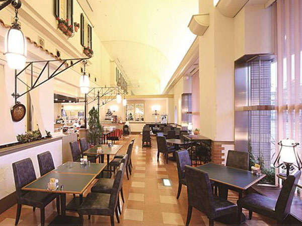 【レストラン アレーグロ】朝食からランチ、ディナーまで幅広くご利用いただけます。