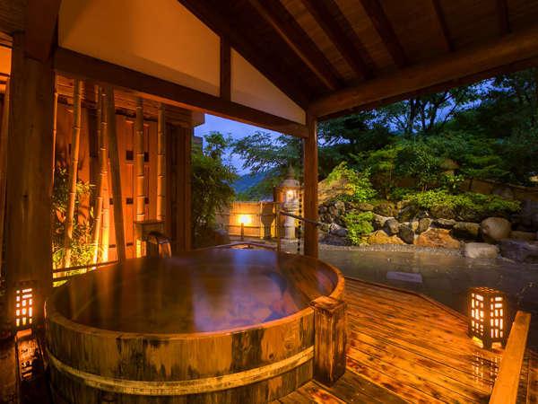 """【白露(しらつゆ)】大きな桶風呂!浸かると""""ざわ~""""と溢れるお湯がわくわくです♪"""