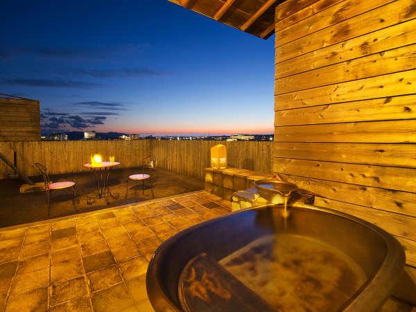 """■露天風呂付客室■開放的な最上階の客室風呂から、""""美しい星空""""をご覧いただけます♪"""