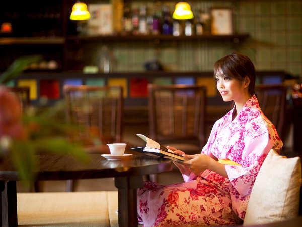 """日常の喧騒を忘れて、ただ静かに≪憩う休日≫。ひたすら本を読んで""""こもる""""旅も、贅沢です"""