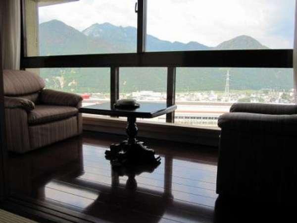 【客室イメージ】目の前に広がる飯士山。ゆっくりと時間が流れます。