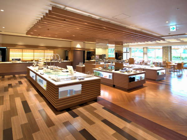 1階お食事処「かすてりあ」お料理レーン奥にはライブキッチンがございます。