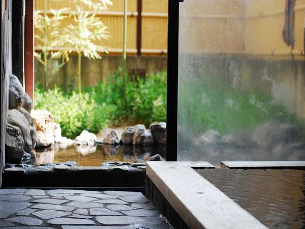 【家族風呂】全部で4つの家族湯は空いていれば何度でも楽しむコトができる。