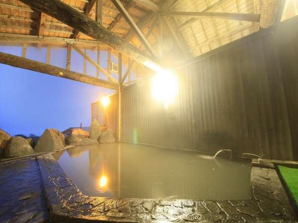 【ホテルアルペンブリック】妙高山麓より引湯のめずらしい黒濁色の露天風呂と地ビールの宿