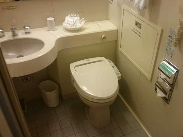 シングルルーム ユニットバス内トイレと洗面台※ウォシュレット有、便座ヒーター無