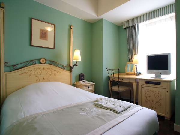 淡いカラーで統一された洒落たインテリアのお部屋