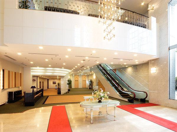 [施設] エントランス。洗練された空間ときめ細かなサービスで上質の寛ぎをご提供致します。