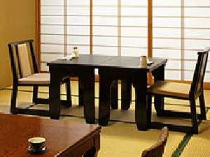 お部屋でテーブル椅子にてお食事をご用意もできます。・ご予約時に指定下さい。