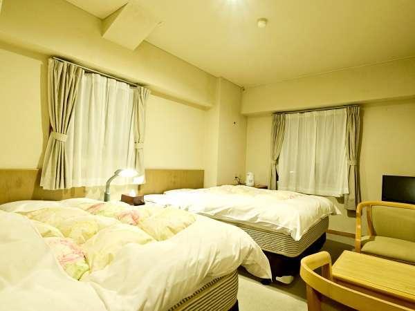 *〔新館洋室〕ベッドでゆっくりお休みいただける新館洋室。