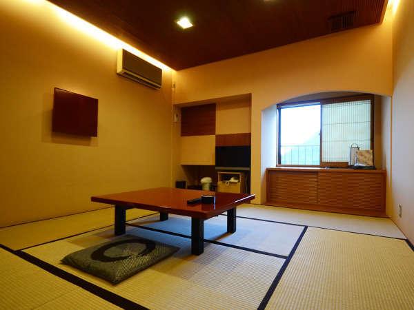*【客室一例】大正ロマン調の個性あふれる客室でゆったりとお寛ぎ下さいませ。