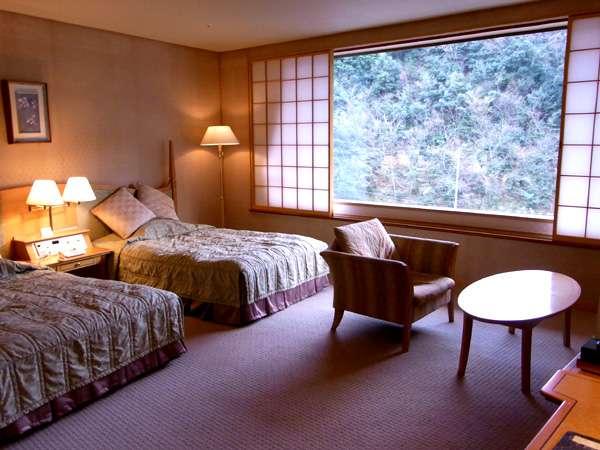 広めのベッドでリラックス、ソファの付いた洋室(※伽川/芙蓉R水津一例)