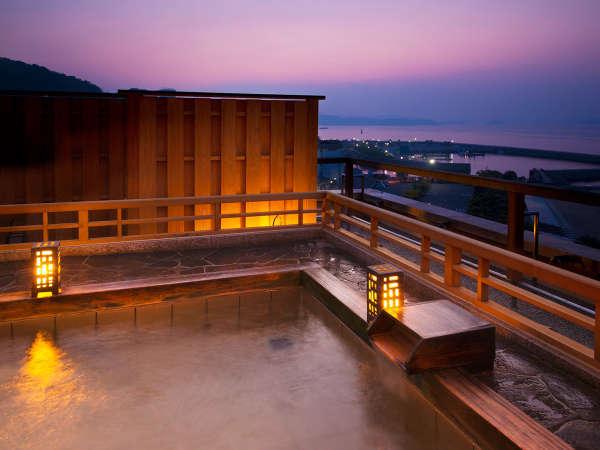 露天風呂に入るならオススメは朝と夕!!清々しい朝日や夕日にきらめく海をお楽しみいただけます