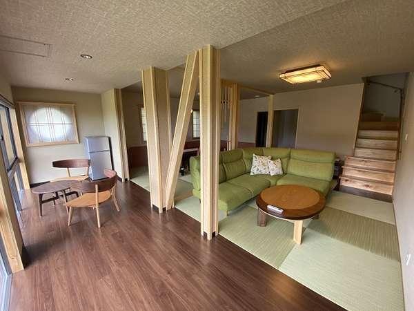 【河津桜1階】20畳の開放的な空間が広がるリビングダイニング。サンルームも気持ちよい。