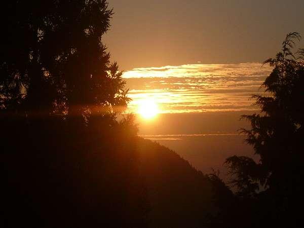 部屋から見える日の出