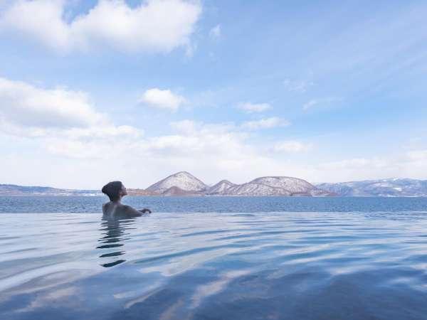 ・[露天風呂]四季折々の美しさを魅せる洞爺湖