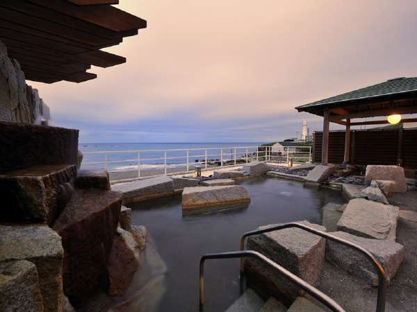 展望露天風呂、太平洋を一望(夕景)